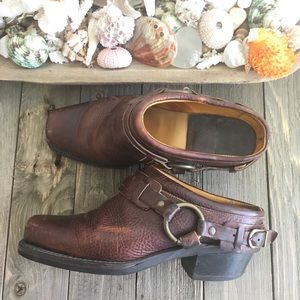 Frye SZ 7.5 Distressed Brown Oil Rubbed Clog Boot